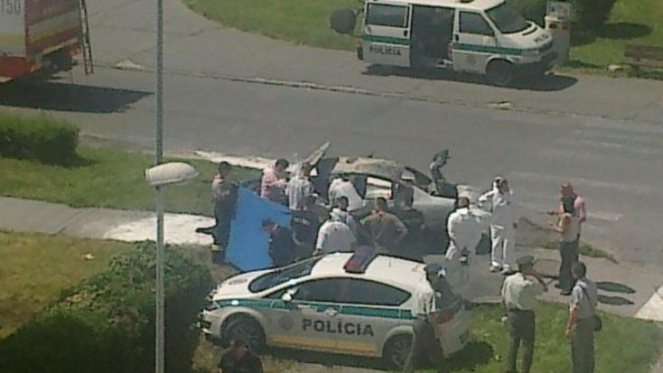 Felrobbantották egy 19 éves lány luxusautóját, a jármű egy darabja berepült az ablakon