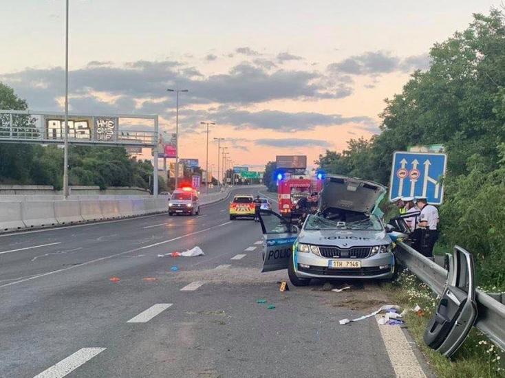 Három autónak ütközött az ittas és kábítószeres sofőrnő, meghalt egy 32 éves rendőr Csehországban