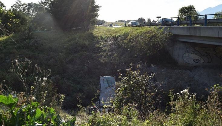 Kiderült, mi történt a két fiatal férfival, akiket holtan találtak egy Volkswagen Passatban