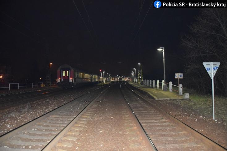 TRAGÉDIA: Hirtelen a vonat elé lépett az 53 éves nő, a mozdonyvezető már nem tudott időben lefékezni
