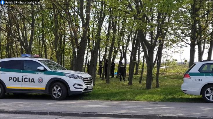 Fejbe lőtt férfi holttestét találták meg a vasúti sínek mellett