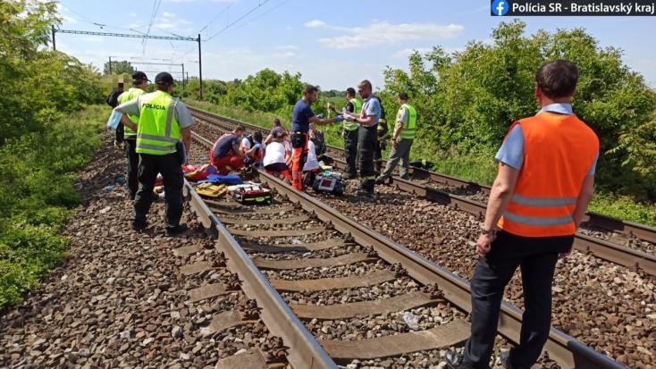 BORZALOM: Gyerekeket gázolt el a vonat Pozsonyban, egyikük a helyszínen életét vesztette