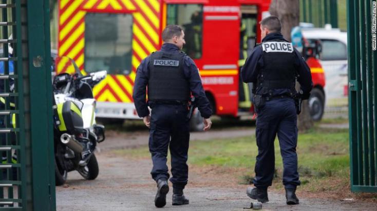 Késsel támadt járókelőkre Párizsban egy férfi, egyiküket megölte!