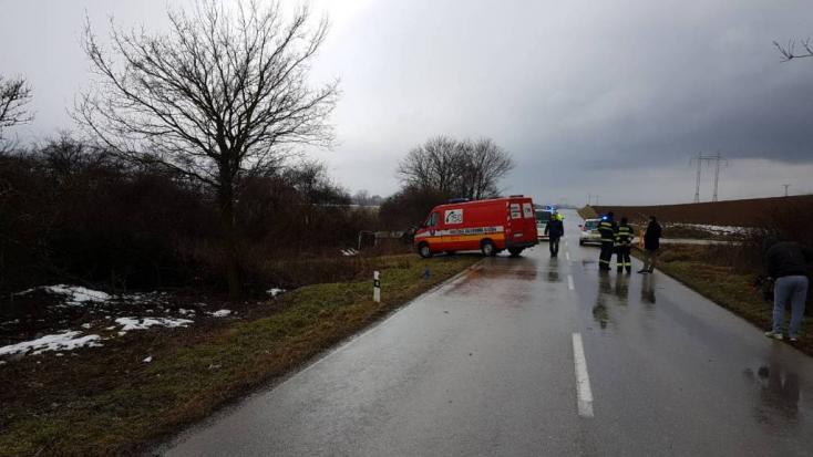 Borzalmas baleset: az ülés is kiszakadt az autóból, meghalt a 40 éves férfi (FOTÓK)