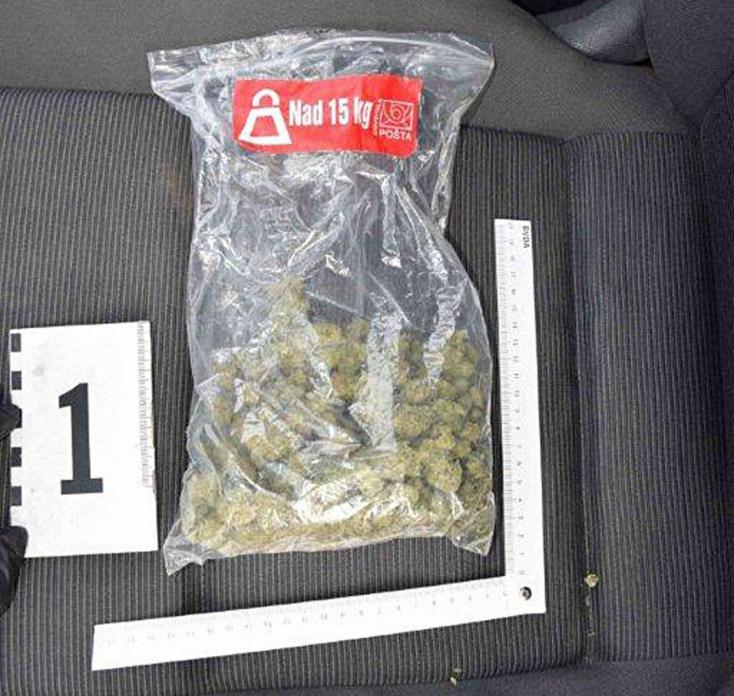 Marihuánát találtak a 18 éves fiatal autójában – kiderült, hogy keményebb drogokat is árult