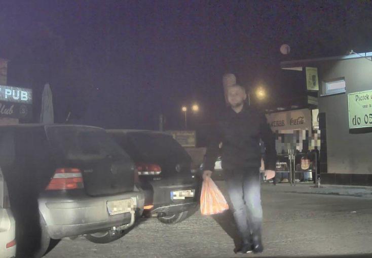 Megtámadtak egy férfit a parkolóban, a rendőrség ezt a fickót keresi