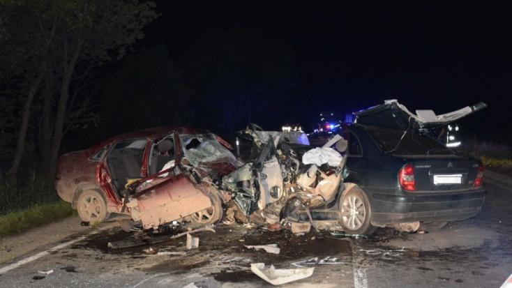 Tragikus baleset Magyarországon, hatan haltak meg egy frontális ütközésben!
