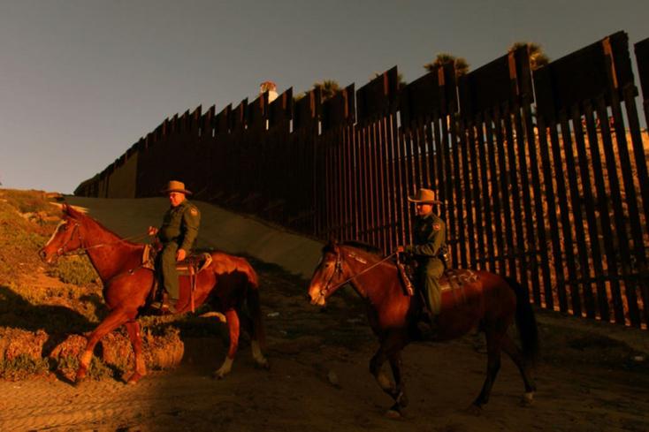 Sok elszenesedett holttestet találtak Mexikóban az amerikai határ közelében