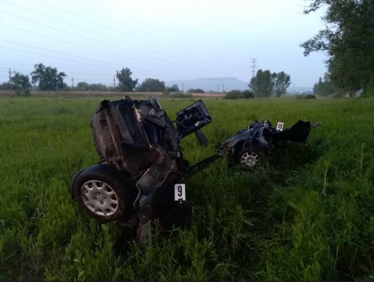 Szörnyű baleset Esztergomnál: darabjaira szakadt az autó, egy férfi életét vesztette