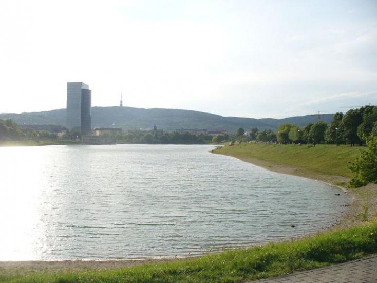 TRAGÉDIA: Belefulladt egy férfi a pozsonyi Kuchajda tóba