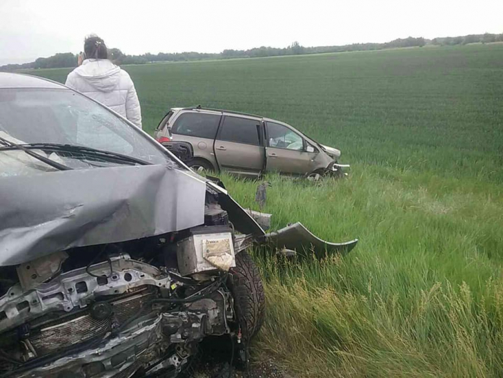 SZÖRNYŰ BALESET: Kamion és két személyautó ütközött a 63-ason, ketten meghaltak