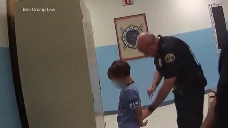 Letartóztattak egy nyolcéves saját nevelési igényű gyereket Floridában, mertmegütötte a tanárát – VIDEÓ