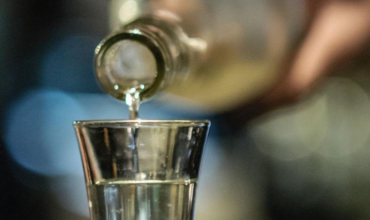 Több mint 200 embert kellett túlzott alkoholfogyasztás miatt kórházba vinni Magyarországon