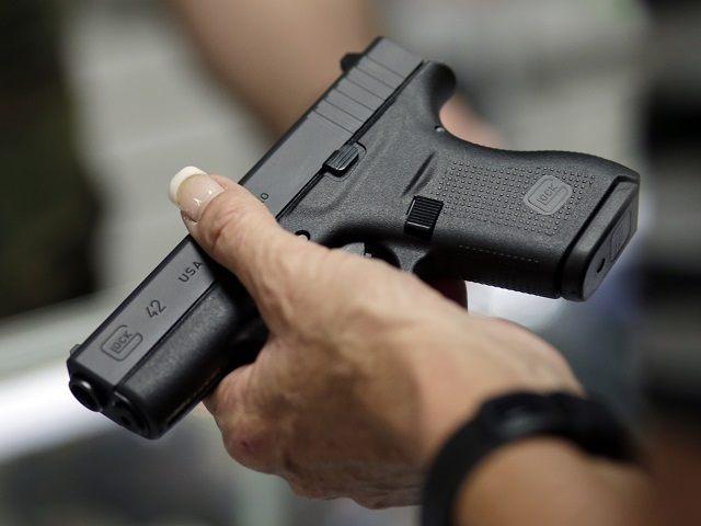Véletlenül lelőtte kislányát egy miskolci férfi