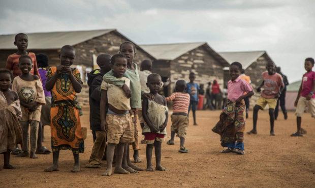 Hajléktalan gyerekek haltak meg Ugandában, mert rájuk dőlt egy elitiskola fala