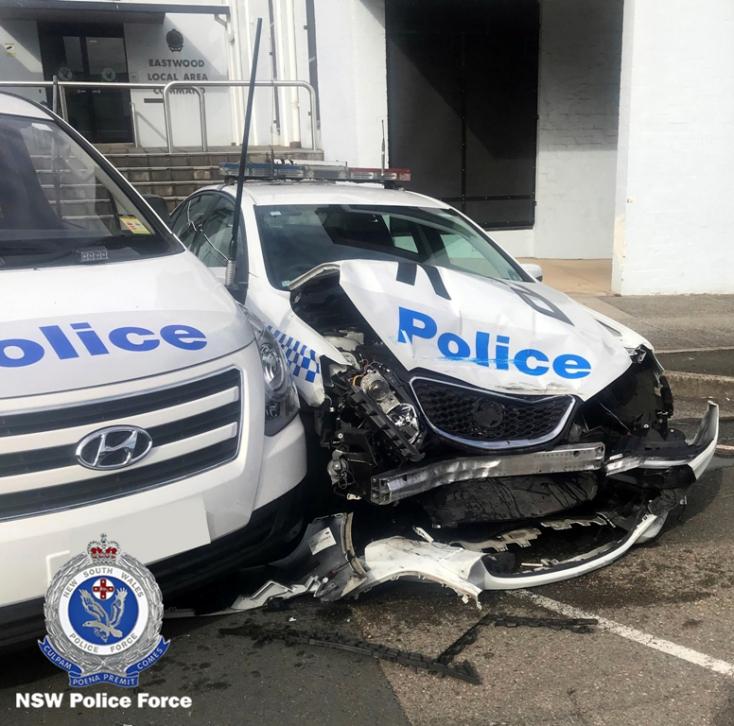 Nekicsapódott két rendőrautónak egy teherkocsi, tele volt kábítószerrel (FOTÓK)