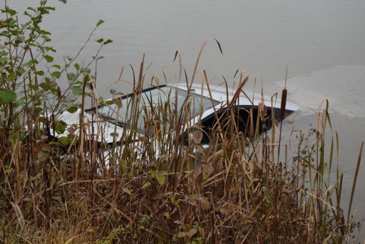 TRAGÉDIA: Két gyerek maradt árván a tóba hajtott szülők után