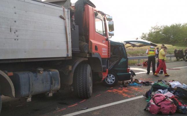 BORZALOM: Élőben közvetítette a brutális balesetet a kisbusz sofőrje a Facebookon (VIDEÓ)