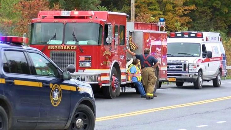 Násznépet szállító limuzin rohant bele egy autóba, 20 halott