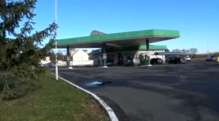 Lövöldözés volt a zselízi benzinkúton!