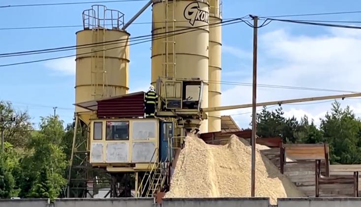 Szörnyű munkabaleset: betonkeverőben rekedt a férfi, már nem tudták megmenteni az életét