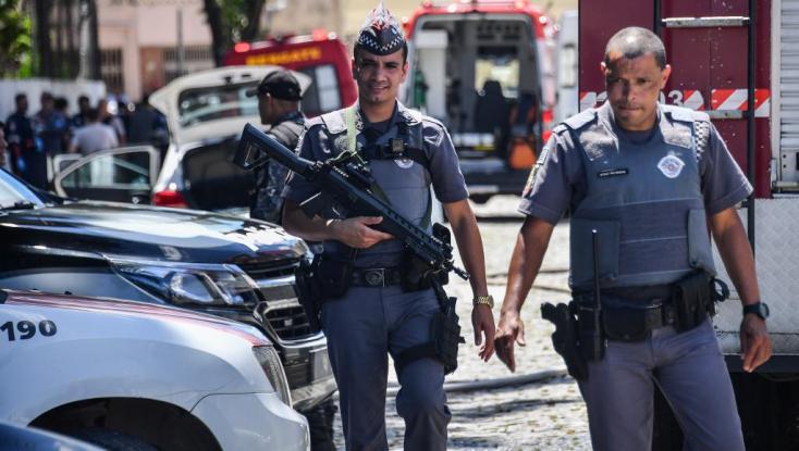 Brazíliában többen meghaltak rendőrök és bankrablók közötti lövöldözésben