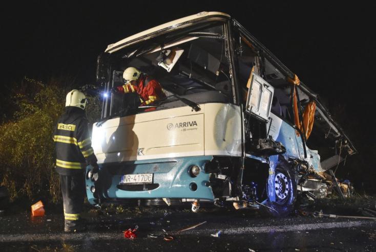 Rettenetesen érzi magát a Nyitra melletti tragédiát követően a két sofőr