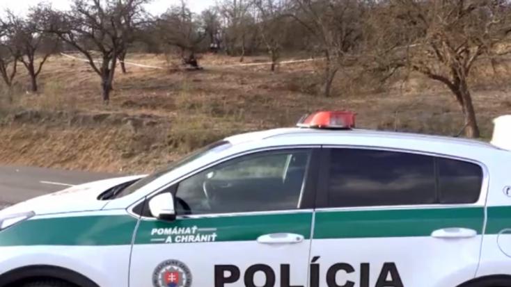 Emberi csontokat találtak egy futballpálya közelében