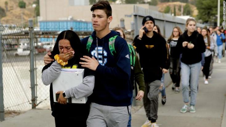 Lövöldözés volt egy kaliforniai iskolában, ketten meghaltak, a 16 éves elkövető főbe lőtte magát