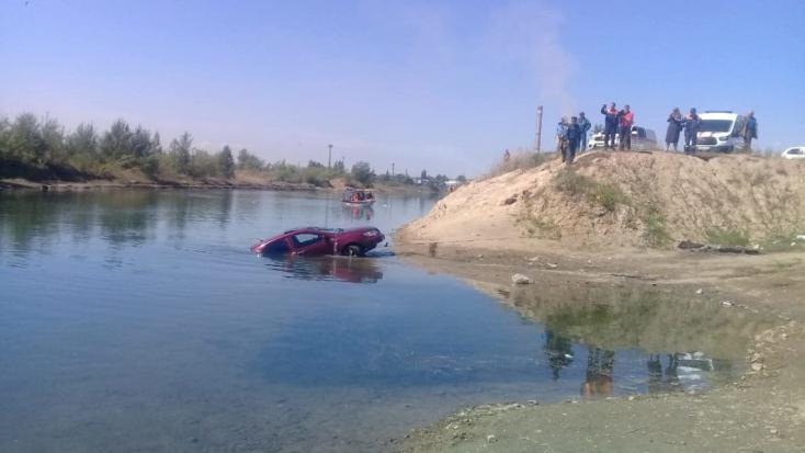 BORZALOM: Beindította a tó partján álló autót a hároméves gyerek, meghalt egy férfi