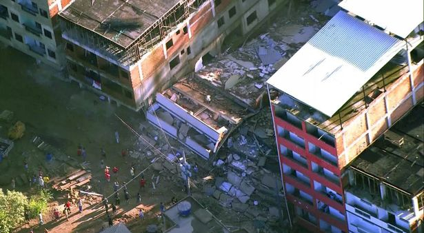 Kéttucatnyian halhattak meg, miután összedőlt két lakóház