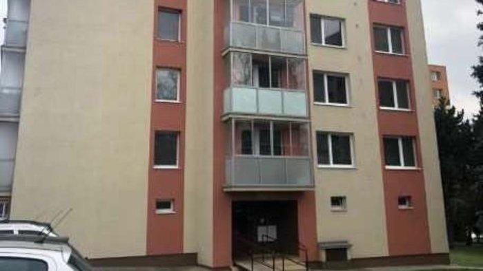 BORZALOM: 40 késszúrással a testén találtak lakásában a nyugdíjas asszonyra