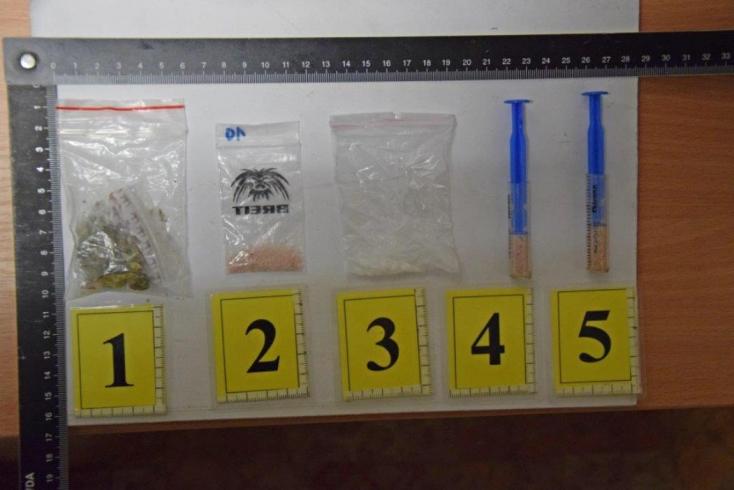 FOTÓK: Többfajta drogot találtak a 32 éves férfinél, börtönbe került