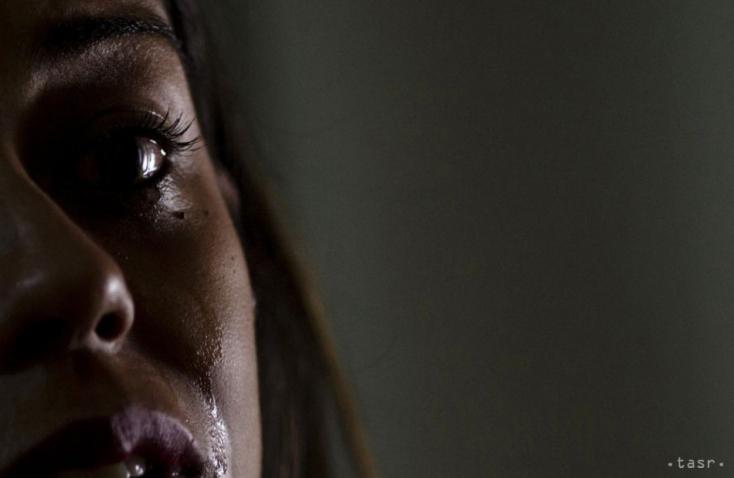 SZLOVÁKIAI PSYCHO: Mit sem sejtő nőket ütlegelt és rugdalt meg az utcán a 16 éves suhanc!