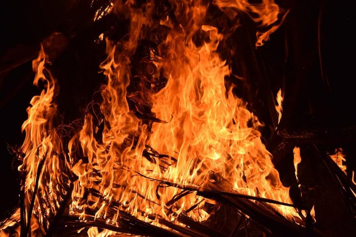 Győrben nyolc évre ítélték azt az eszementet, aki rágyújtotta a házat az exnőjére és a gyerekire