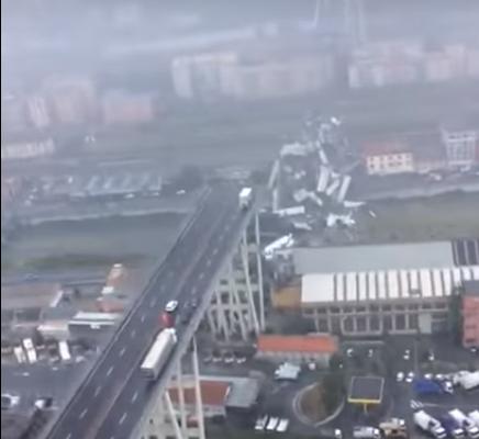 KATASZTRÓFA: Helikopterről így néz ki a leszakadt sztrádahíd helyszíne (VIDEÓ)
