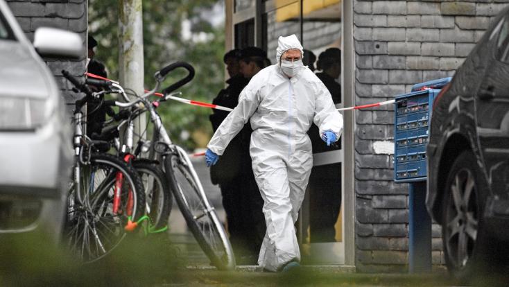 SZÖRNYŰ: Az anyjuk végezhetett az öt gyermekkel, akiket egy lakásban találtak holtan Németországban