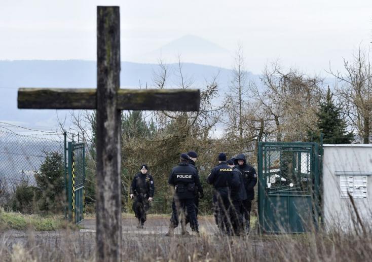 BORZALOM: A szülőket megölték, 16 éves lányukat megerőszakolták!