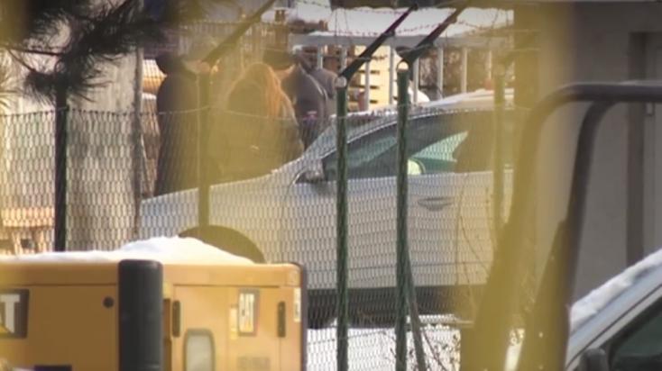 A kapun lógva találtak egy félmeztelen halott férfit