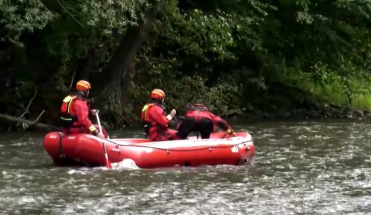 SZÖRNYŰ: Fej nélküli holttestet talált a folyóban egy csónakázó társaság
