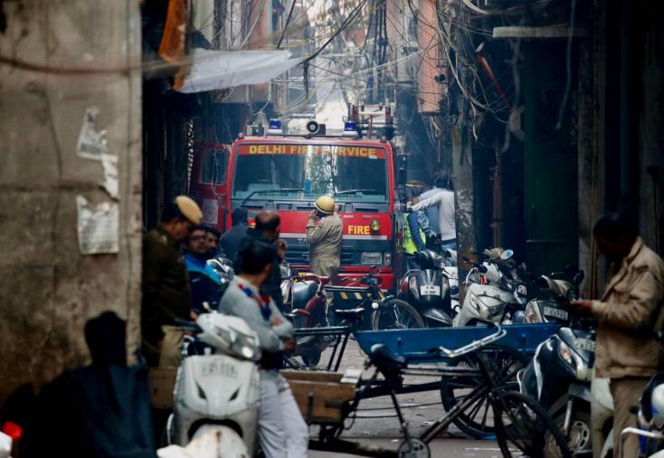 Tűz pusztított egy újdelhi piacon, 40 felett az áldozatok száma