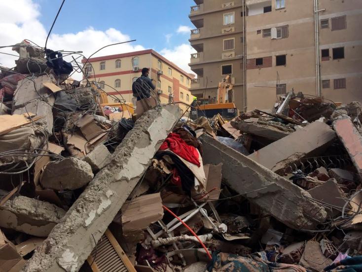 Legalább 18-an meghaltak, mikor egy lakóház összeomlott Kairóban