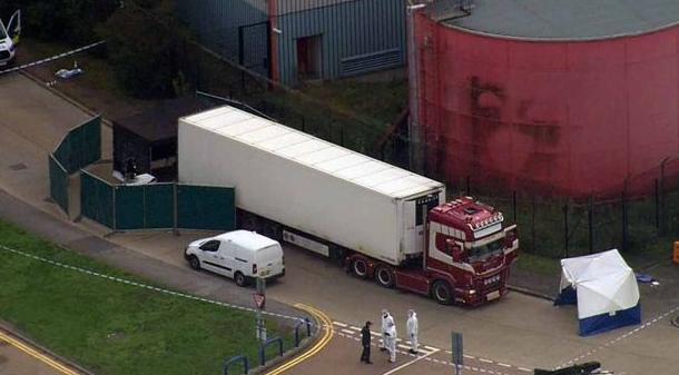BORZALOM: Harminckilenc holttestet találtak egy kamionban Angliában!