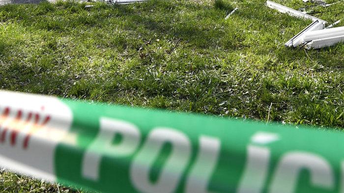 Rejtélyes halálesetet vizsgál a rendőrség, letartóztattak egy 28 éves nőt