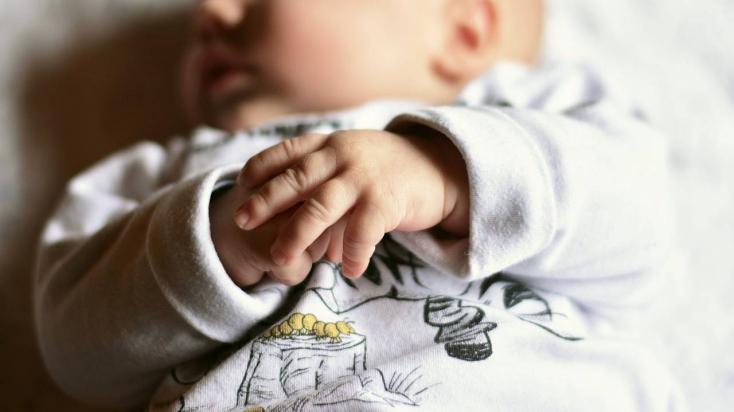 15 évet elegendőnek találtak egy anyának, aki egyik kisbabáját kidobta az ötödikről, a másikat megfojtotta