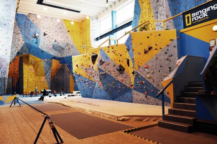 SÚLYOS BALEST: Lezuhant egy nő Szlovákia legnagyobb mászófaláról