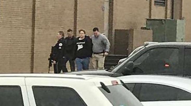 15 éves  gyerek lőtte le két diáktársát az iskolában, 17 sebesültet kórházban ápolnak!
