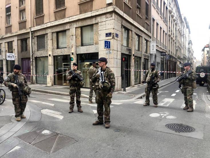 Ő az, aki egy csomagba rejtett bombát robbanthatott Lyonban!