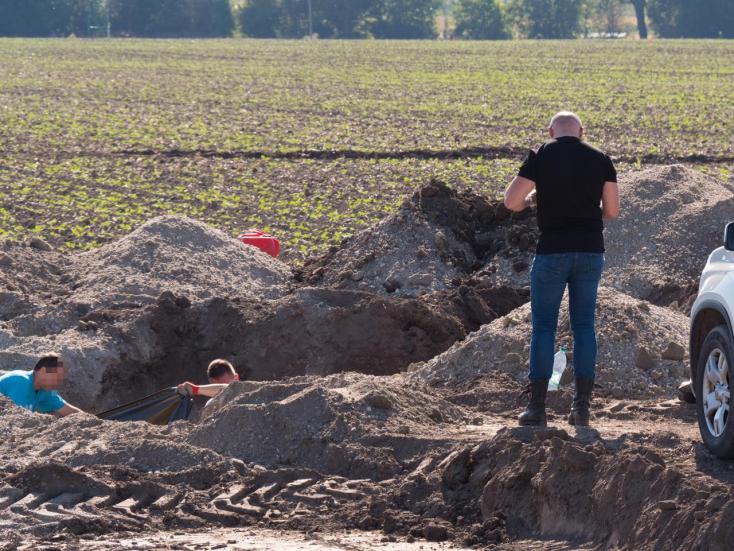 A Sátor-banda által eltemetett hullát ásott elő a NAKA Albár és Mad között! VIDEÓ