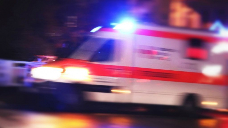 SZÖRNYŰ: Féléves kislányát tologató anyukára esett egy ablakból kizuhanó férfi